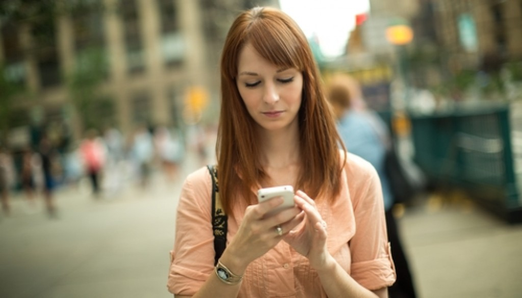 A new smartphone app is designed to help alcoholics remain sober.